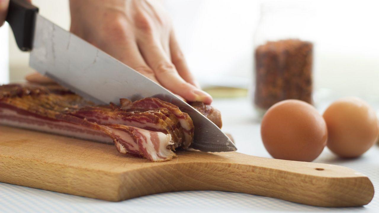 تقطيع اللحم بالمنام