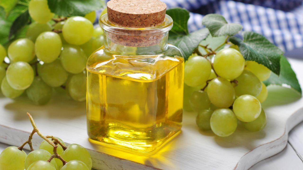 فوائد زيت العنب للشعر