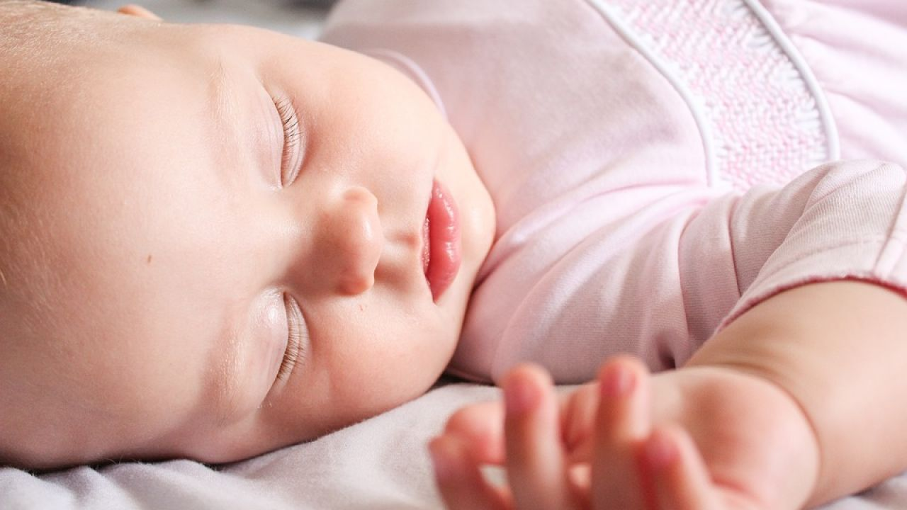 فوائد النوم للطفل