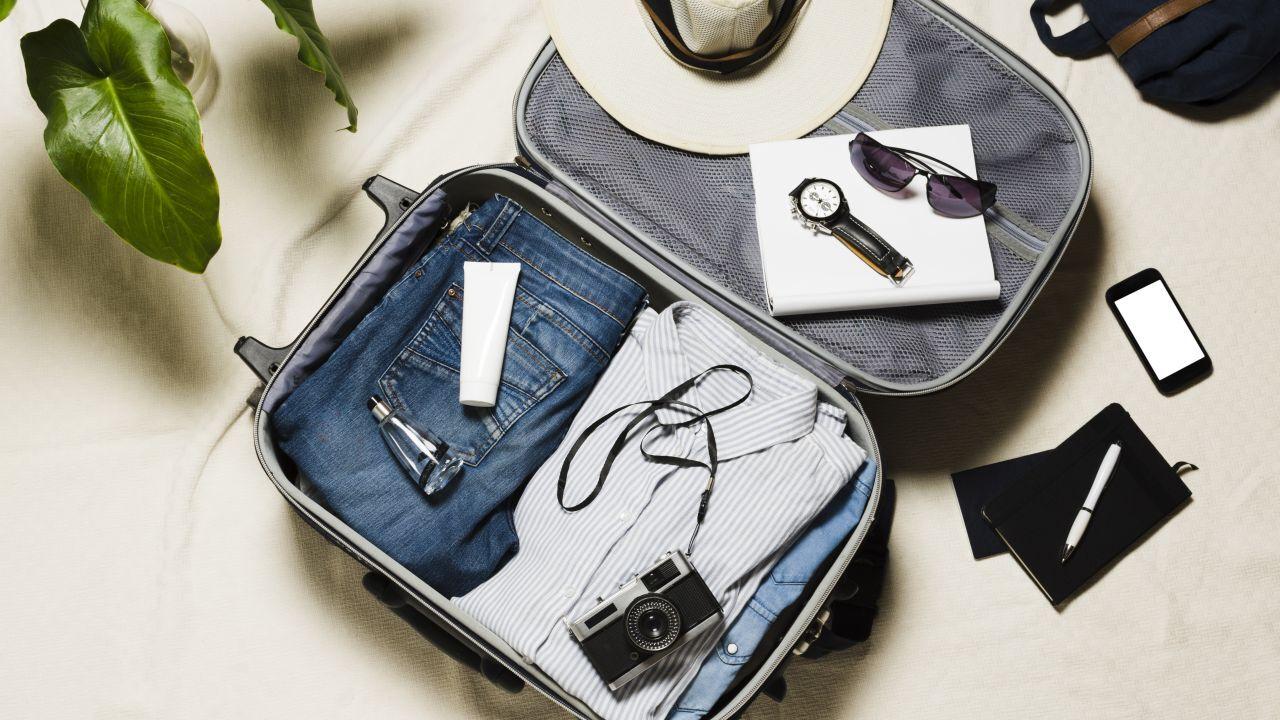 ماذا يوجد في حقيبة السفر