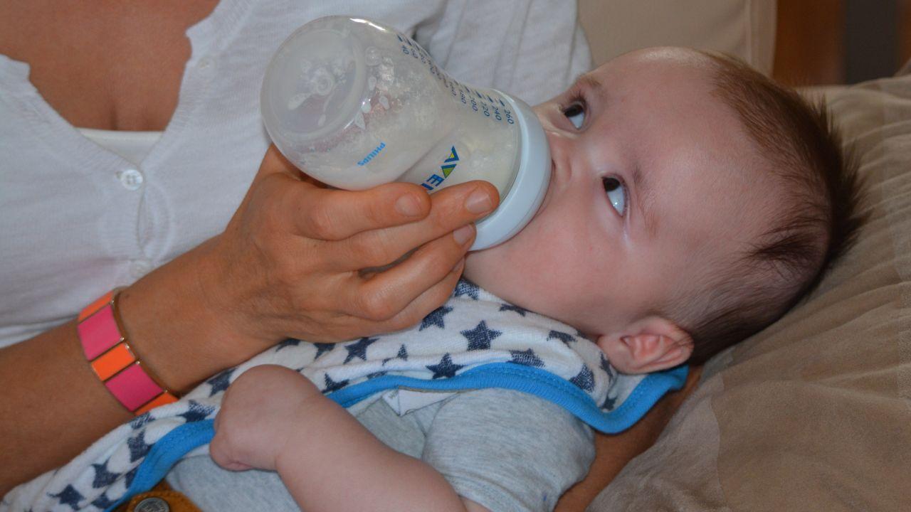 كم عدد الرضعات للرضيع