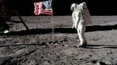 هناء على سطح القمر