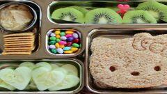 ماذا يجب أن يتناول الطفل في المدرسة