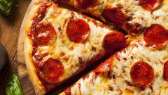 أسهل طريقة لعمل البيتزا