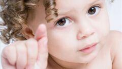 كيف يتعلم الطفل الكلام