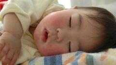كيفية نوم الطفل