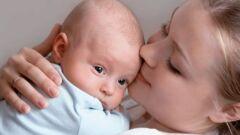 كيف أعود طفلي على الرضاعة