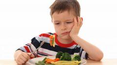 كيف أساعد طفلي على الأكل