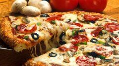 صناعة البيتزا في البيت