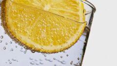 فوائد الماء مع شرائح الليمون