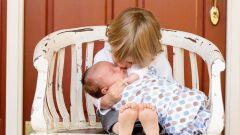 كيف أتعامل مع غيرة الطفل من المولود الجديد