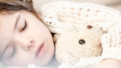 كيفية تعويد الطفل على النوم مبكراً
