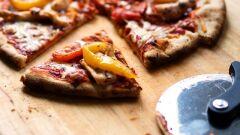 كيفية تحضير بيتزا صغيرة