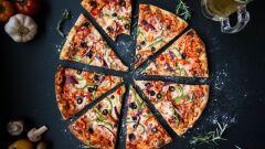 كيفية تحضير بيتزا في البيت