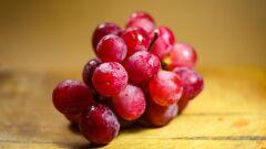 ما هي فوائد العنب الأحمر
